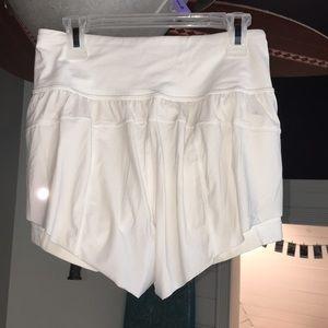 Lululemon shorts white
